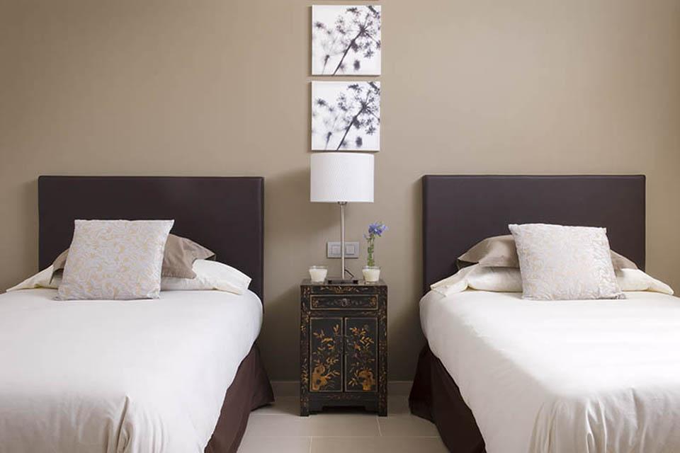 LVC238101 Twin bedroom