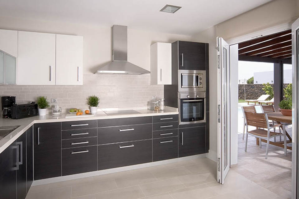 LVC238101 Fully fitted kitchen