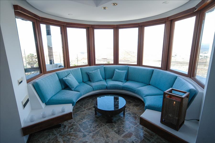 LVC239621 Wrap around sofa with views