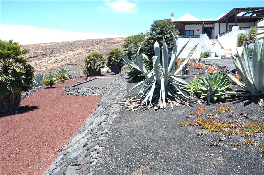 LVC239621 Villa set in large gardens