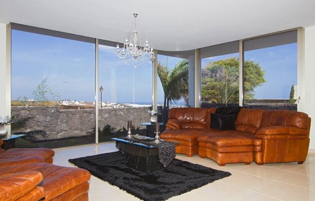 Villa LVC240861 Lounge with large picture windows