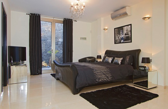 Villa LVC240861 Double bedroom with air conditioning and patio doors