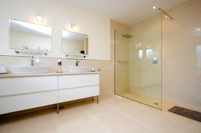 Villa LVC240861 Modern bathroom with walk in shower