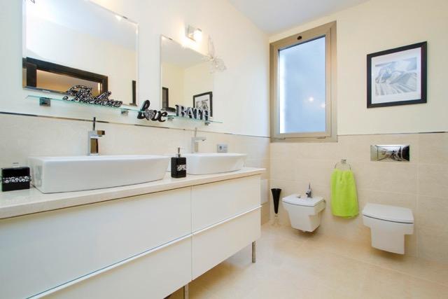 Villa LVC240861 bathroom with twin wash basins