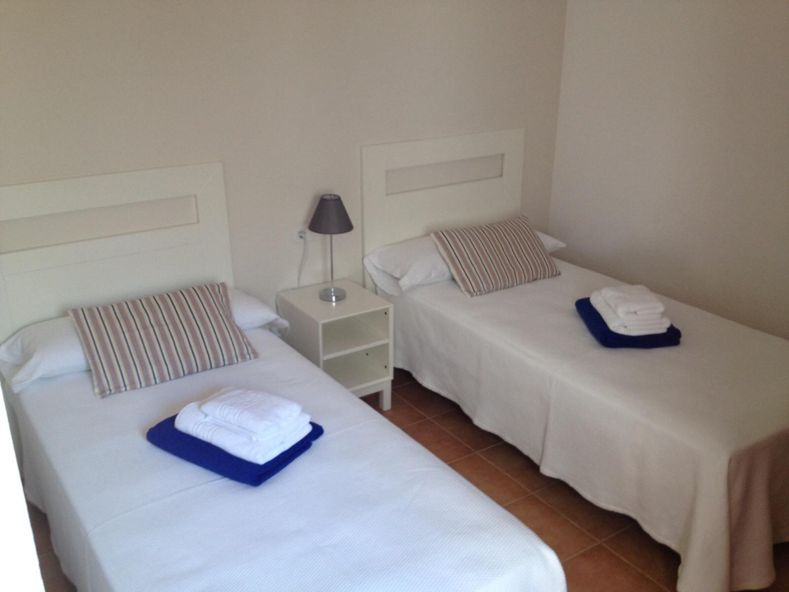 LVC247306 Twin bedroom