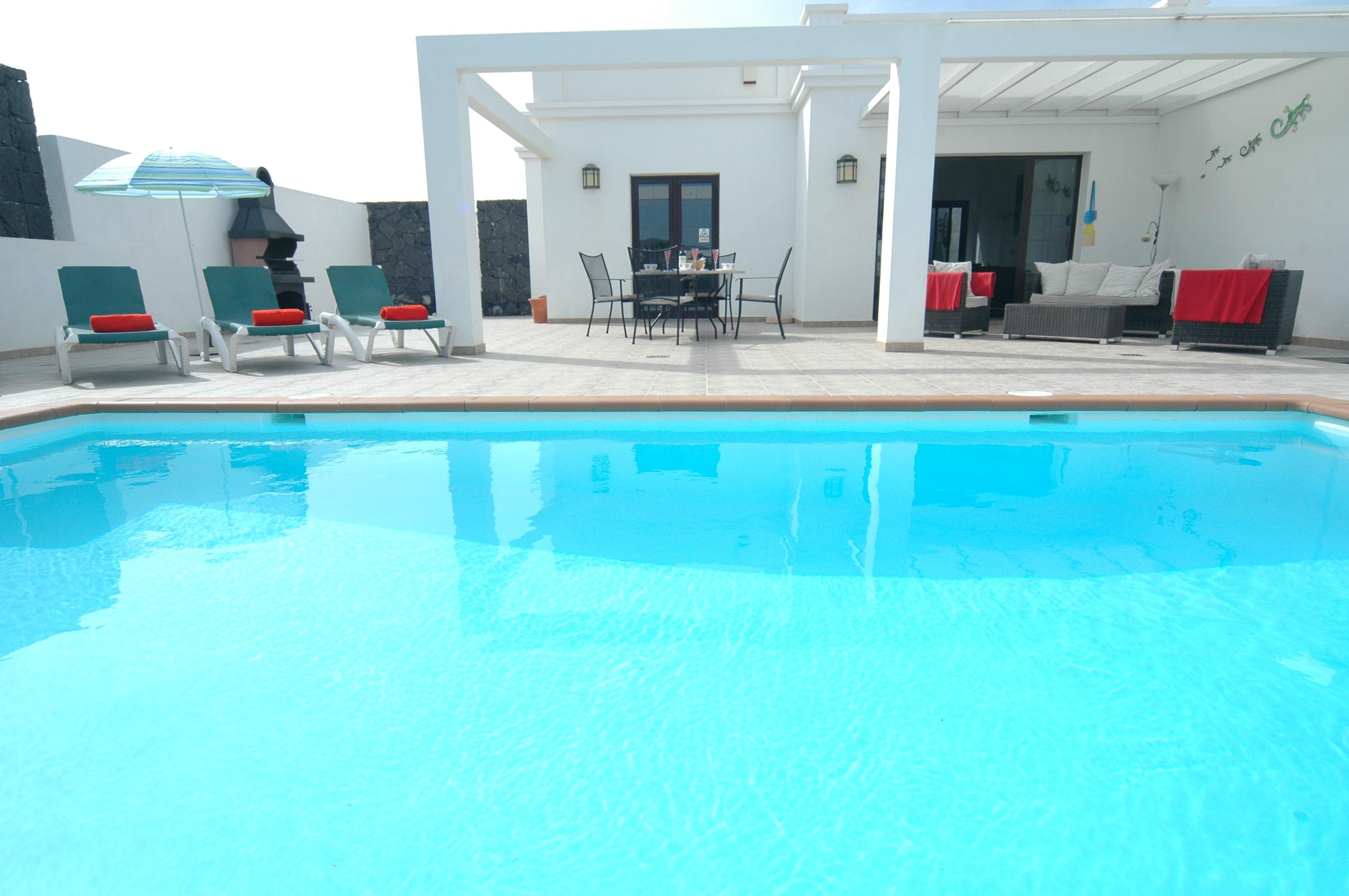 LVC256111 Heated Pool and villa