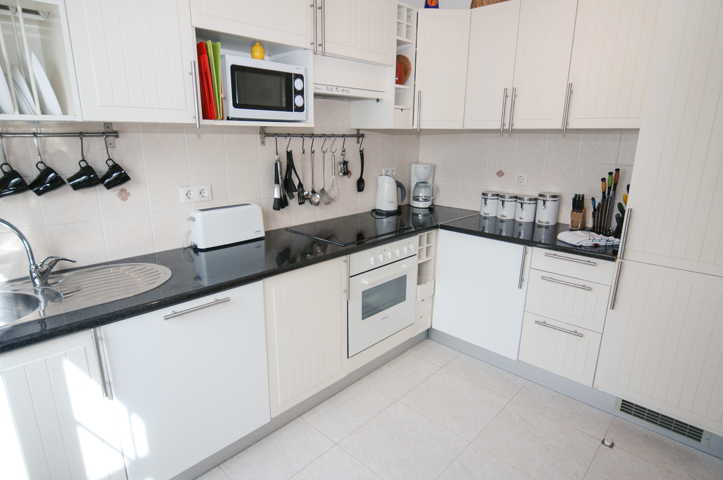 LVC256111 Fitted kitchen