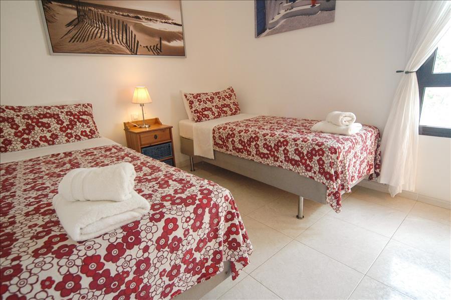 LVC256111 Twin bedroom
