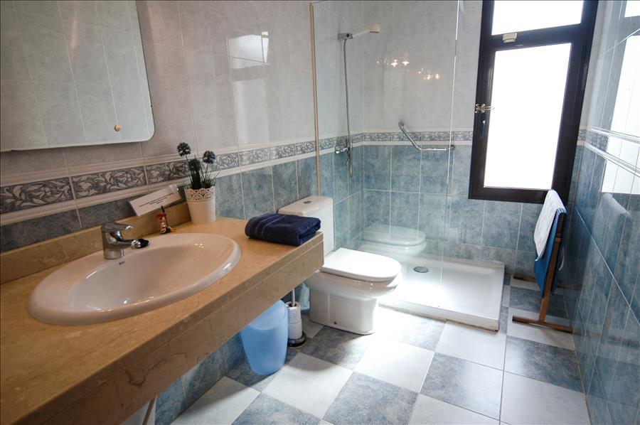 LVC256111 Family shower room