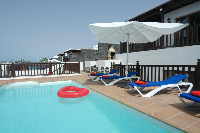 Villa LVC257974 Pool surrounded by terrace and sunbeds