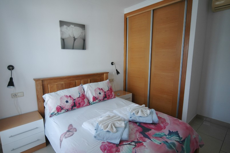 Villa LVC257974 Double bedroom with fitted wardrobes