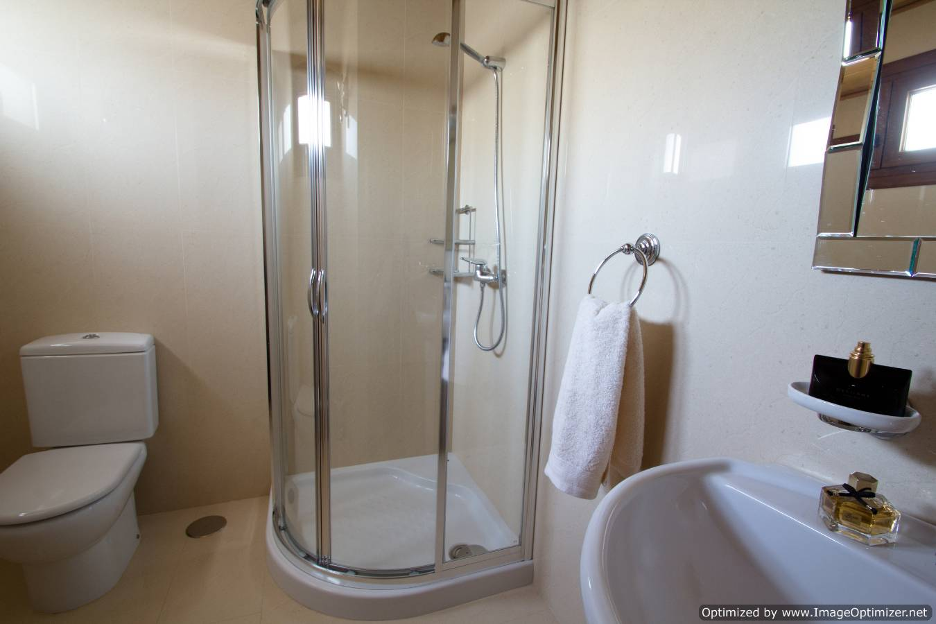 LVC258859  en suite shower room