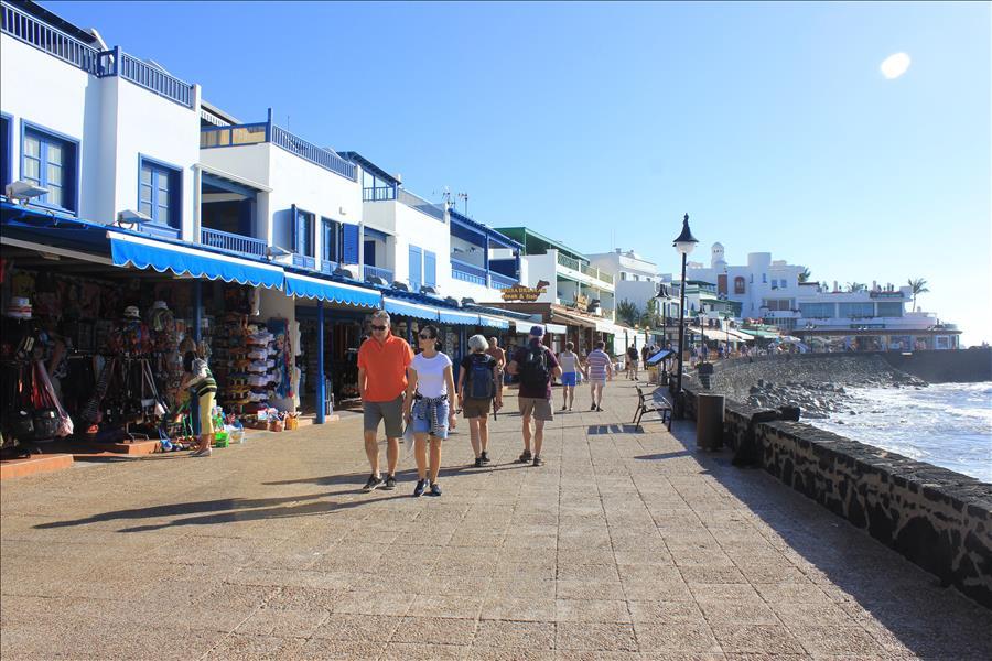 Playa Blanca promenade