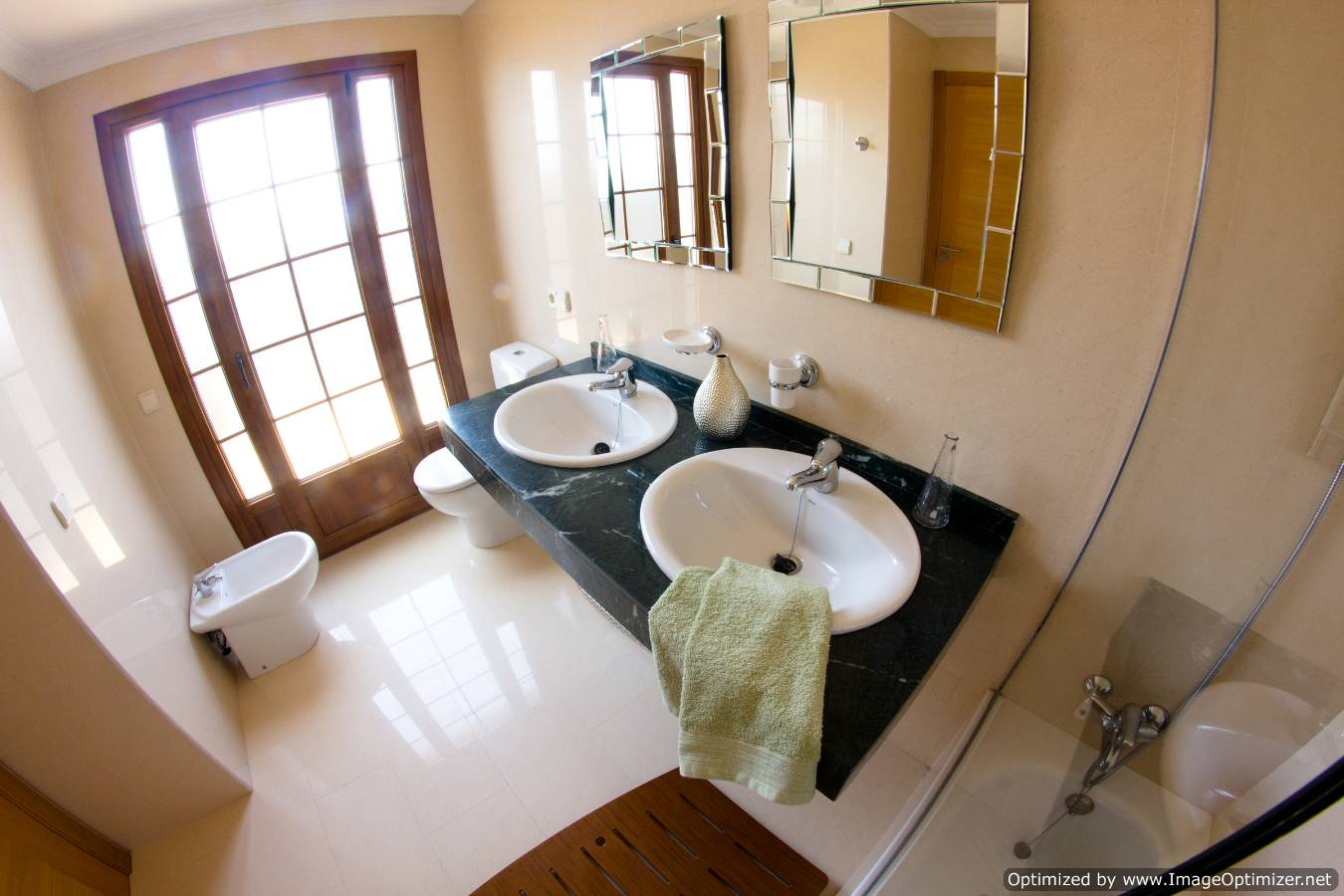 LVC258859 Ensuite bathroom