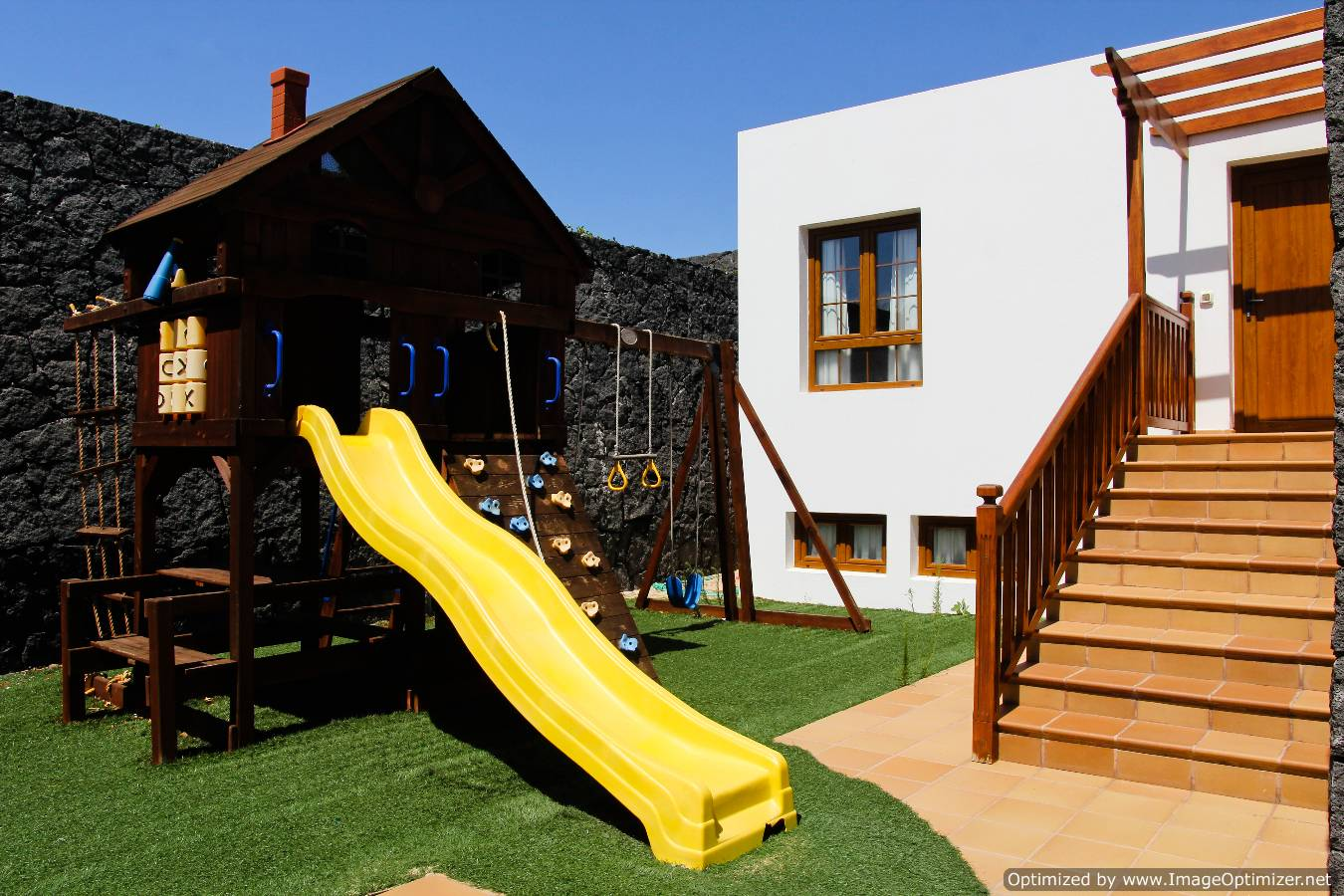 LVC261708 Childerns Play area
