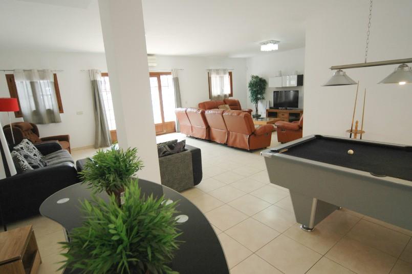 LVC261708 Spacious lounge