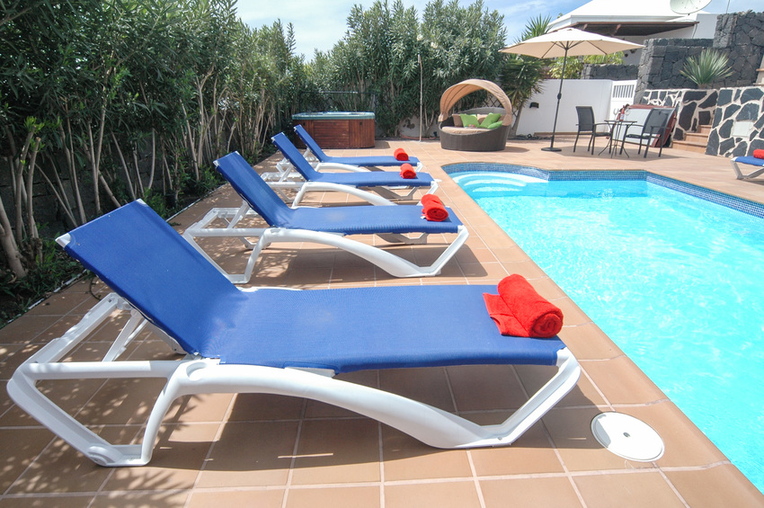 Villa LVC267899 8m x 4mswimming pool surrounded by sunbeds