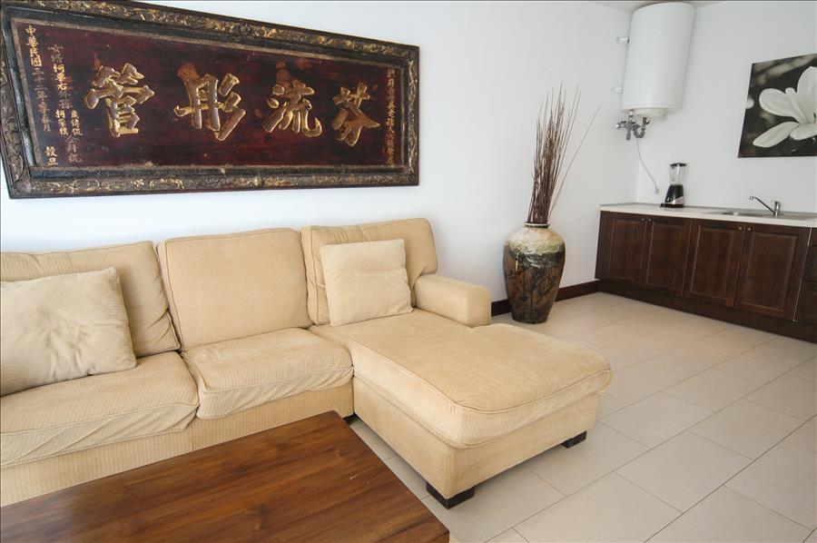 LVC268839 Stylishly furnished throughout