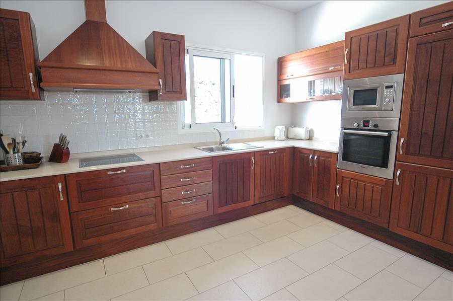 LVC268839 Kitchen with dishwasher