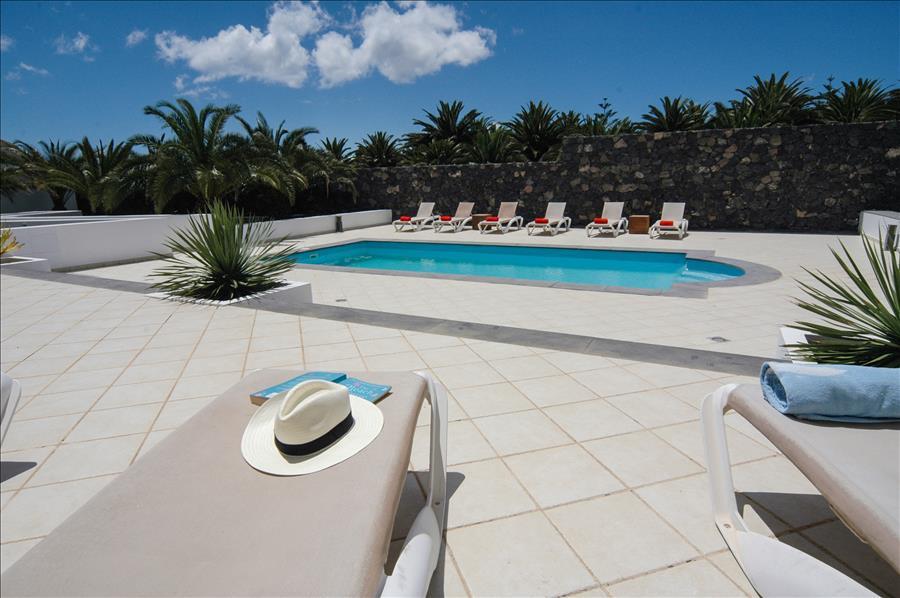 Villa LVC268839 Roman style steps in swimming pool