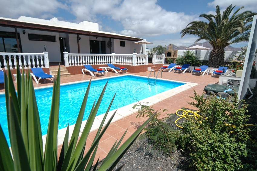 Villa LVC269311 Gated pool and sun terrace