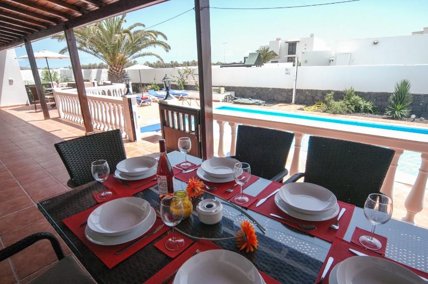 Villa LVC269311 Dining in the shade