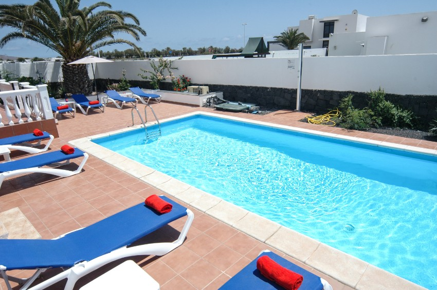 Villa LVC269311 Plenty of space around the pool