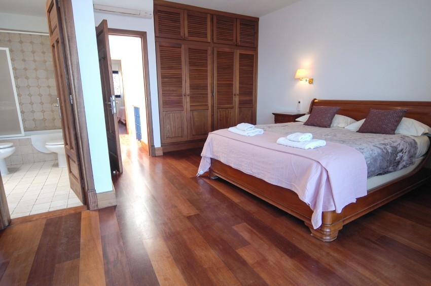 LVC274920 1st floor - Double bedroom with en suite bathroom