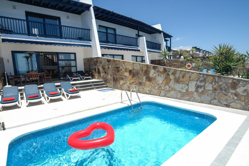 LVC274920 Frontline property with pool