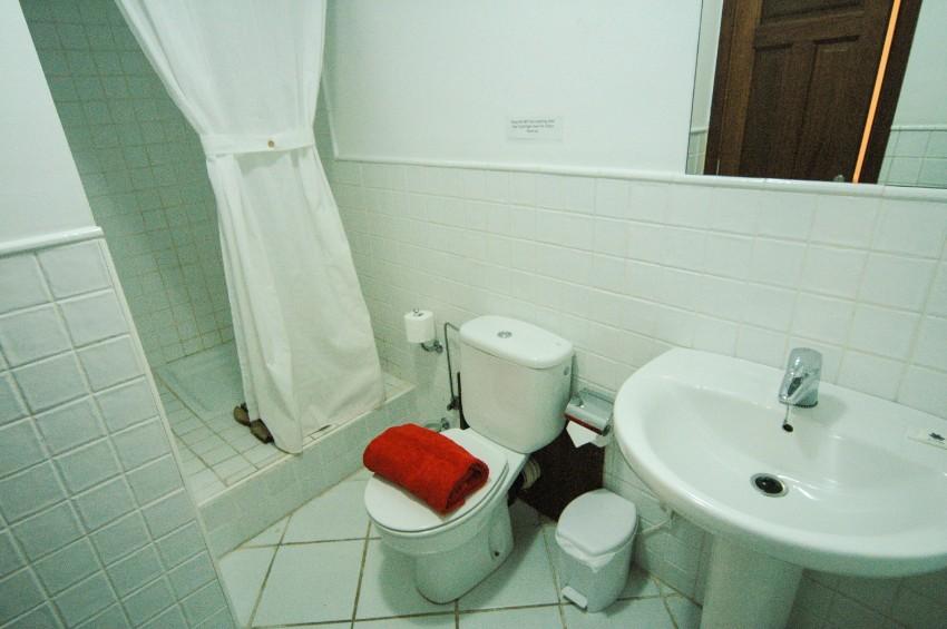 LVC274920 Lower ground floor - en suite shower room