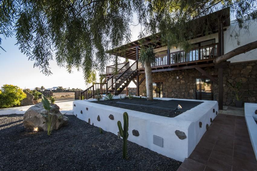 Villa LVC275611 Rustic Villa with pictureque gardens
