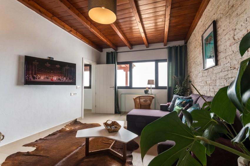 Villa LVC275611 Separate small lounge