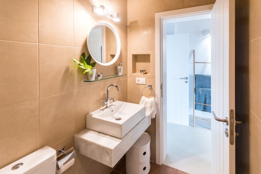 Villa LVC275611 Modern bathroom with walk in shower