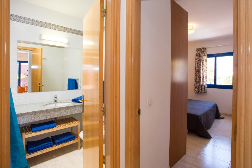 LVC289057 shower room