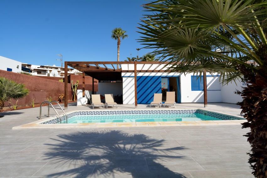 LVC289057 Villa and pool area