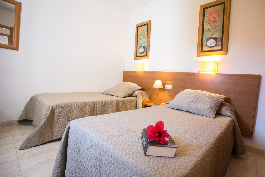 LVC289057 twin bedroom