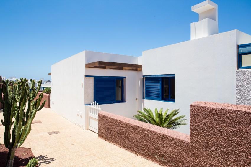 LVC289057 entrance to villa