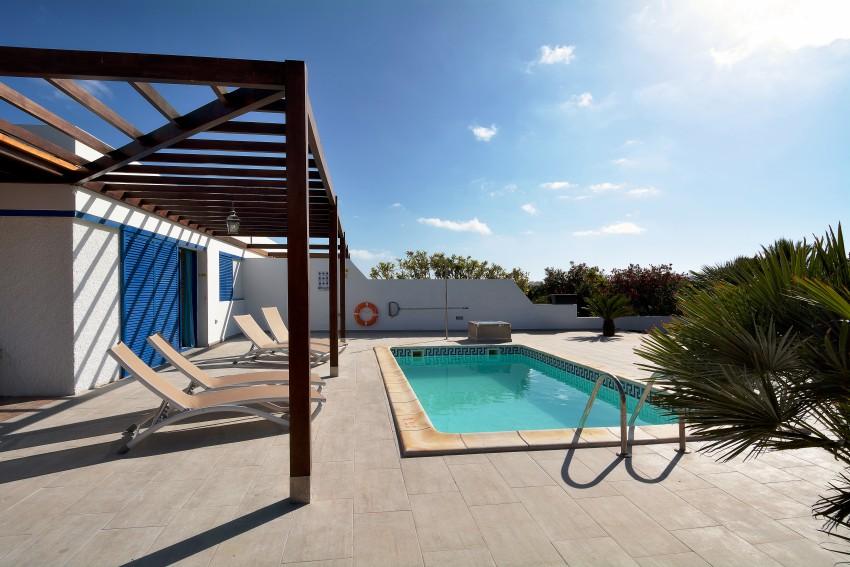 LVC289057 pool area