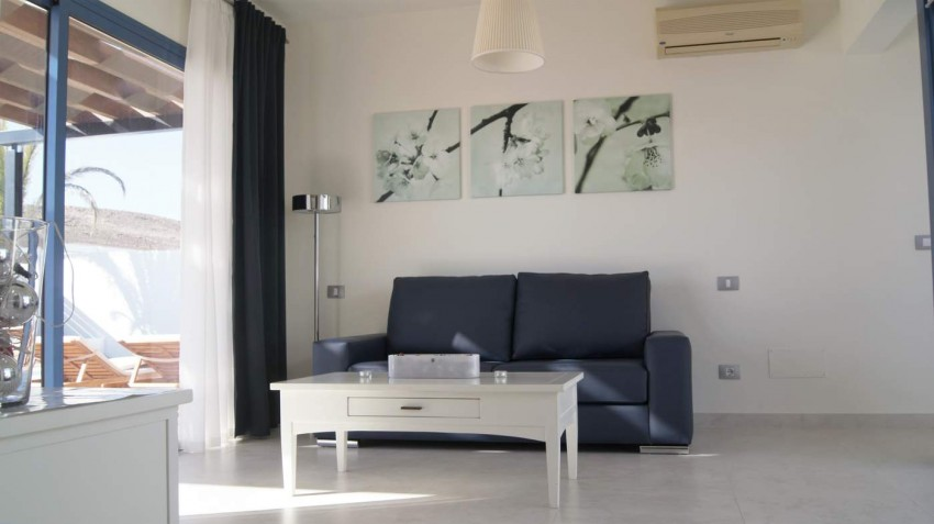 LVC292215 Bright and airy lounge