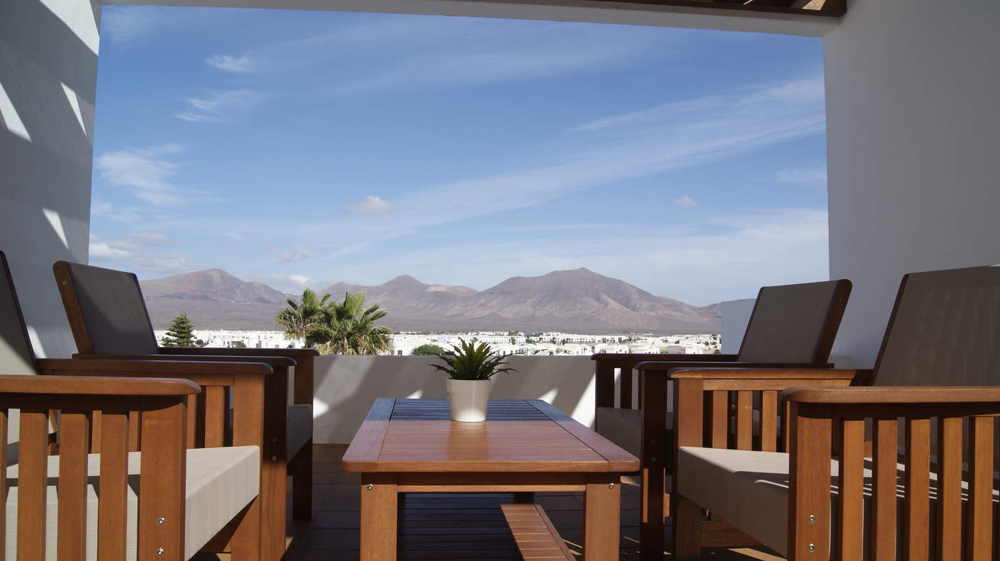 LVC292244 Patio furniture on terraces