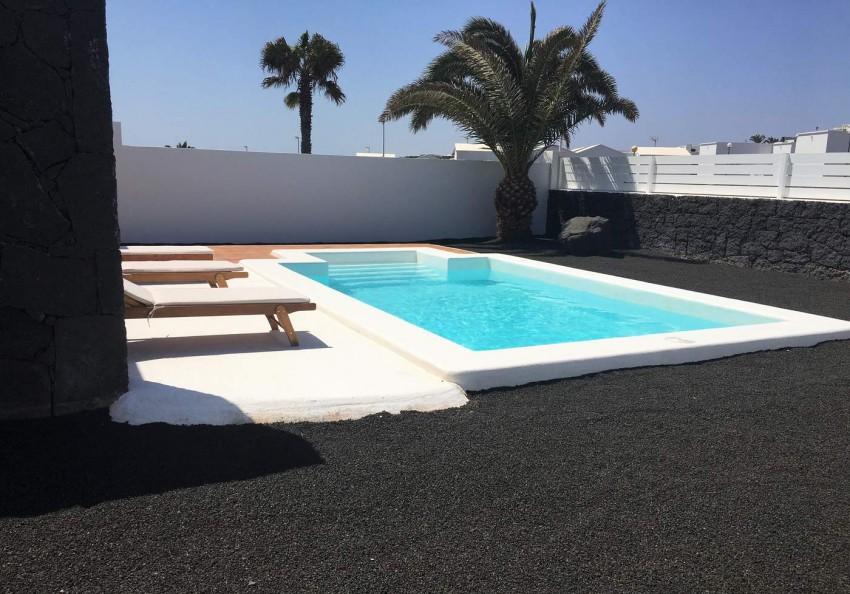 Villa LVC292275 Swimming pool and garden