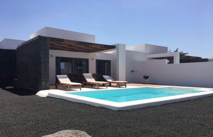 Villa LVC292276 Pool and sun terrace