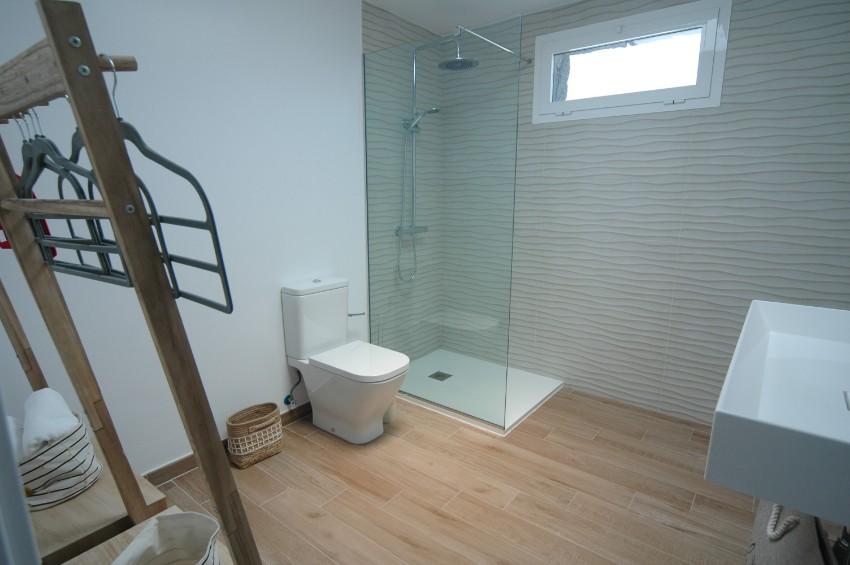 LVC304469 En suite shower room