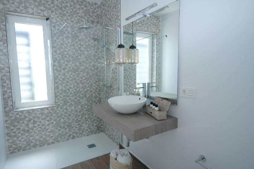 LVC304469 Family shower room