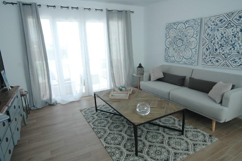 LVC304469 Stylish living area