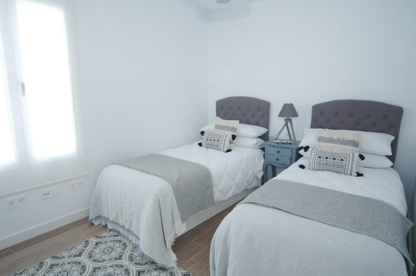 LVC304469 Twin bedroom
