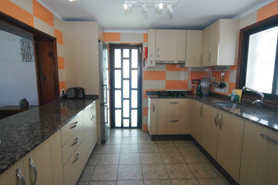 Villa LVC305465 Bright fitted kitchen